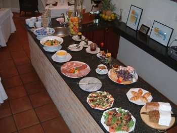 Gable_Manor_The_breakfast_buffets