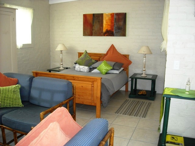 Lemons_on_22_Self_catering_apartment_bedroom