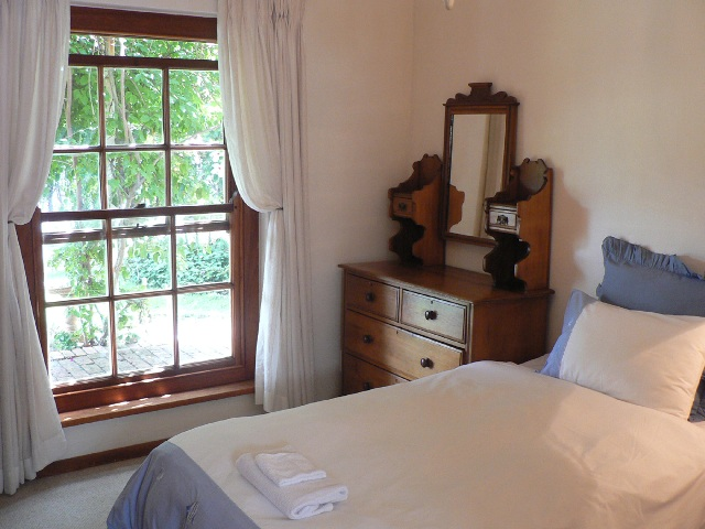 San_Toy_Llandudno_Cape_Town_Holiday_accommodation_Bedroom_2