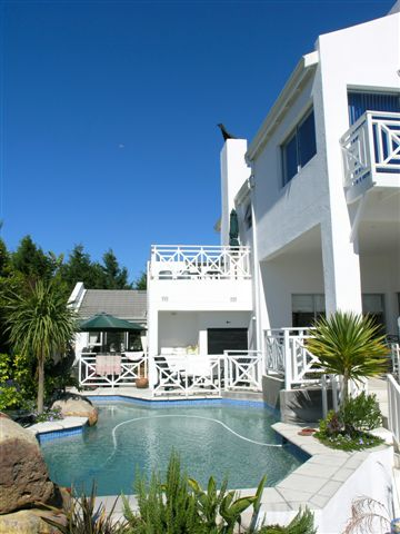 5_Options_Guest_House_Cape_Town_Holiday_lets_Exterior__pool